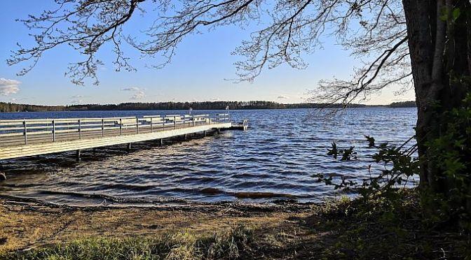 Kuorasjärven uimaranta ja kylätalo Hukkatupa